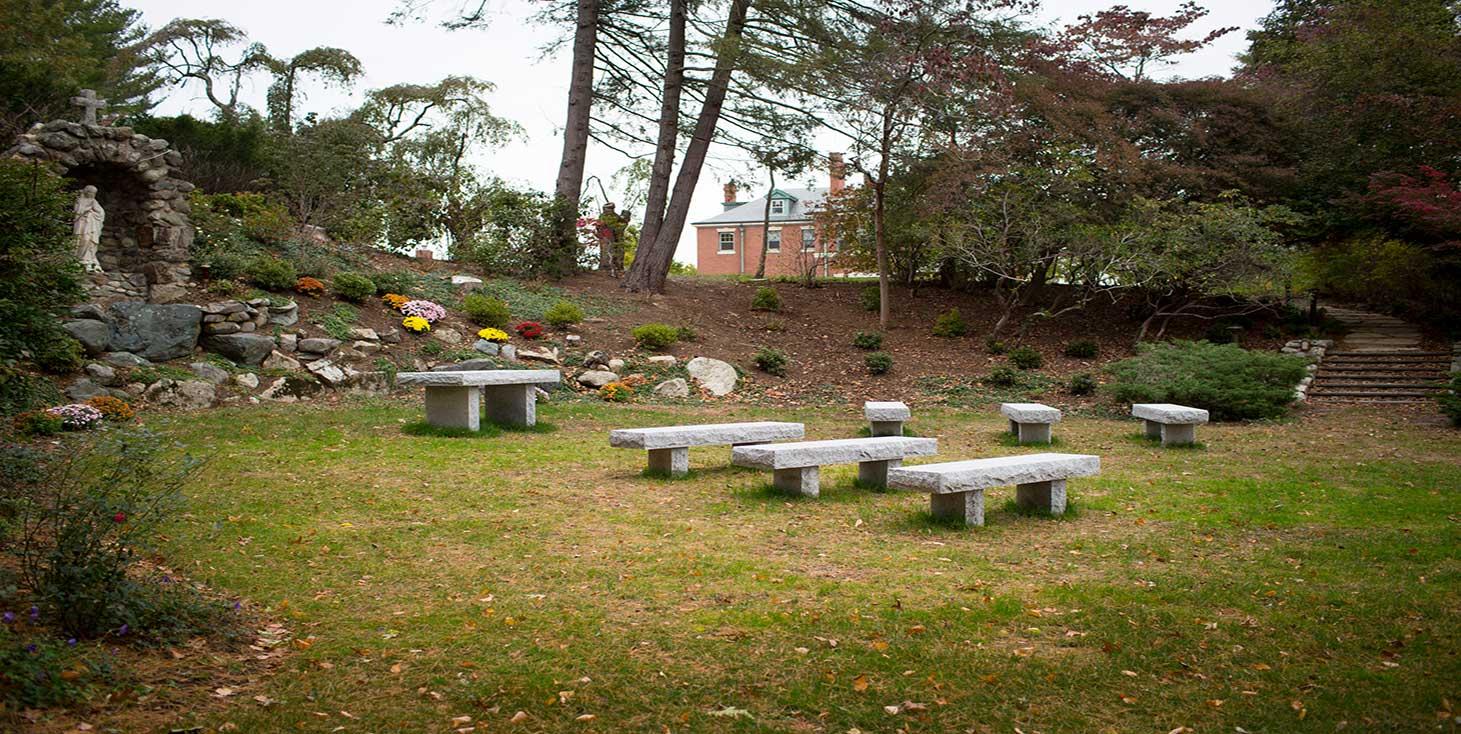 Home - Regis College
